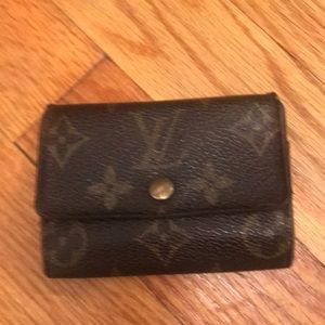 Louis Vuitton change purse vintage excellent cond.